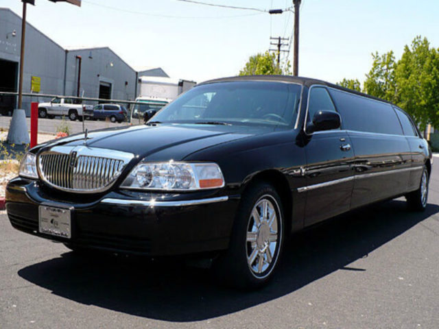 10 Passenger Stretch Limousine - Lincoln