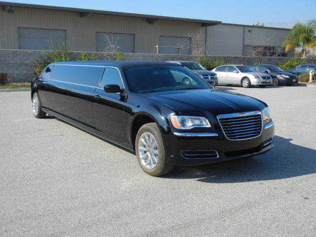 10 Passenger Stretch Limousine - Chrysler 300