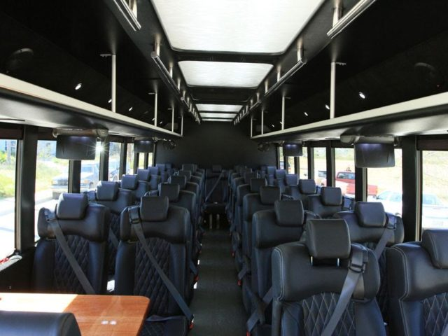 36 Passenger Luxury Coach Bus